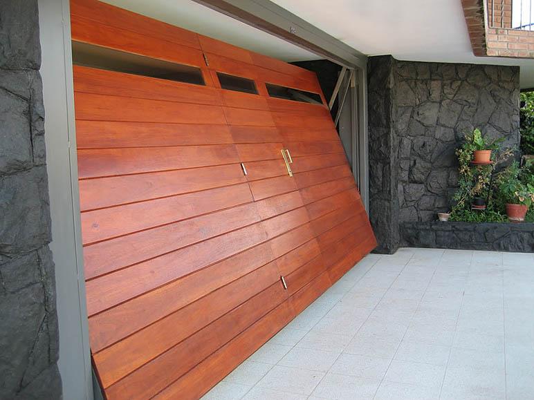 Fadabi fabrica de aberturas de madera puertas ventanas for Modelos de portones de hierro y madera
