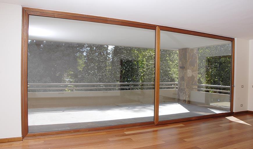 Puerta ventana de madera imagui for Ventana balcon medidas